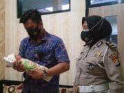 Satlantas Polresta Tangerang Bantu Tali Asih Bayi yang Ditemukan di TPU