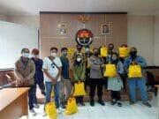 Terdampak Covid-19, Polda Banten Bagikan Ratusan Paket Sembako Untuk Insan Pers